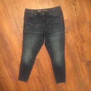 Mossimo High Rise Jegging dark wash. Skinny jeans